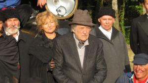 Jean-Pierre Mocky et les figurants de l'association du Train à vapeur de Rillé